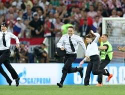 Как Pussy Riot смогли выбежать на поле в финале ЧМ2018